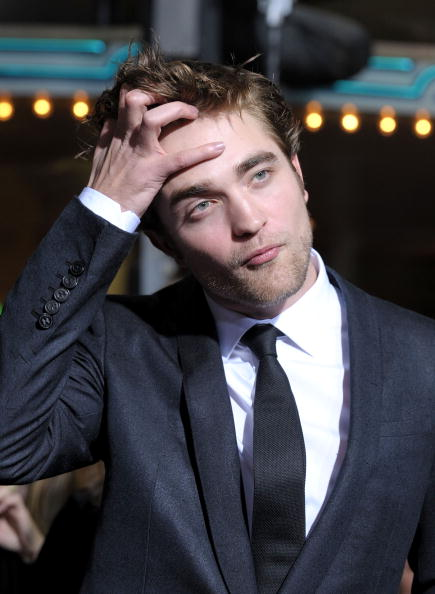 Robert Pattinson「'The Twilight Saga: New Moon' Los Angeles Premiere - Arrivals」:写真・画像(17)[壁紙.com]