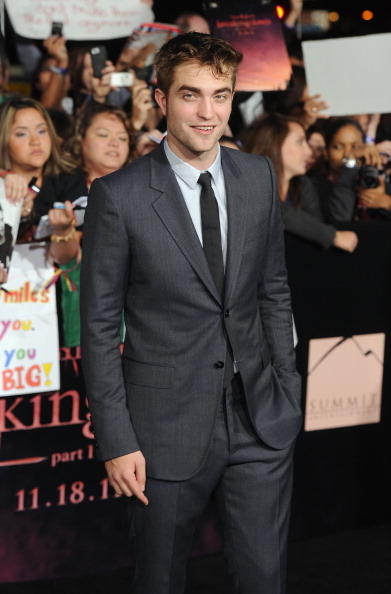 "Three Quarter Length「Premiere Of Summit Entertainment's ""The Twilight Saga: Breaking Dawn - Part 1"" - Arrivals」:写真・画像(10)[壁紙.com]"
