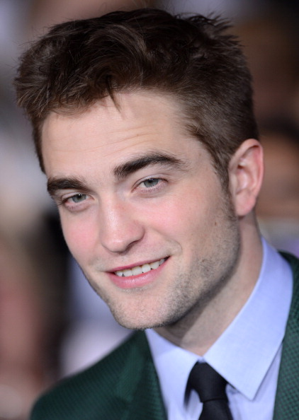 Robert Pattinson「Premiere Of Summit Entertainment's 'The Twilight Saga: Breaking Dawn - Part 2' - Arrivals」:写真・画像(17)[壁紙.com]