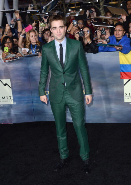 Robert Pattinson「Premiere Of  Summit Entertainment's 'The Twilight Saga: Breaking Dawn - Part 2' - Arrivals」:写真・画像(16)[壁紙.com]