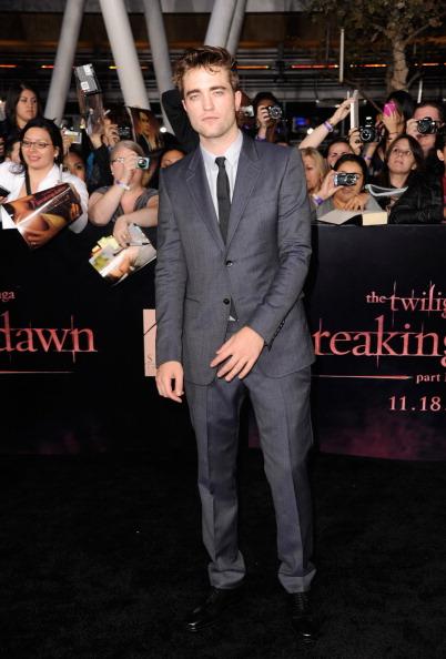 ロバート・パティンソン「Premiere Of Summit Entertainment's 'The Twilight Saga: Breaking Dawn - Part 1' - Arrivals」:写真・画像(14)[壁紙.com]