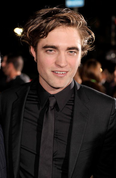 Robert Pattinson「Premiere Of Summit Entertainment's 'Twilight' - Arrivals」:写真・画像(8)[壁紙.com]