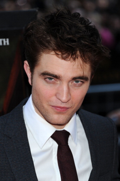 Robert Pattinson「'Water For Elephants' New York Premiere - Outside Arrivals」:写真・画像(15)[壁紙.com]
