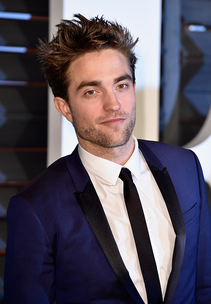 ロバート・パティンソン「2015 Vanity Fair Oscar Party Hosted By Graydon Carter - Arrivals」:写真・画像(1)[壁紙.com]