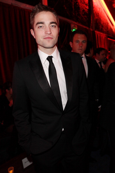 Robert Pattinson「The Weinstein Company's 2013 Golden Globe Awards After Party Presented By Chopard, HP, Laura Mercier, Lexus, Marie Claire, And Yucaipa Films - Inside」:写真・画像(18)[壁紙.com]
