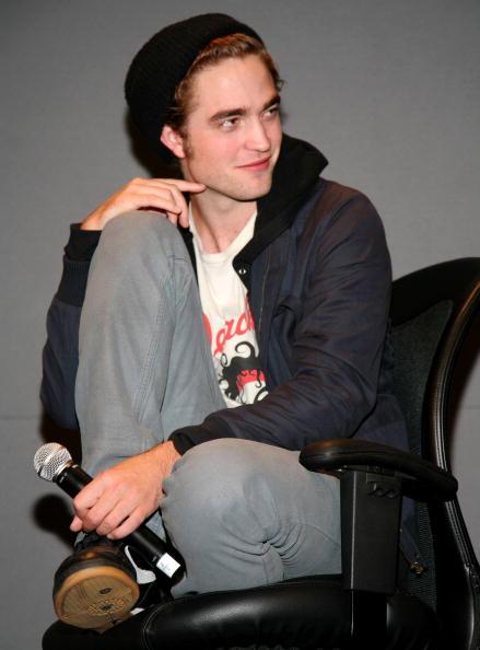ロバート・パティンソン「The Apple Store Soho Welcomes Robert Pattinson & Catherine Hardwicke」:写真・画像(5)[壁紙.com]