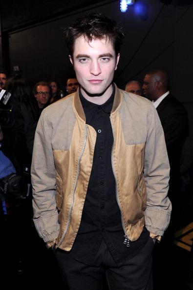 Robert Pattinson「2011 People's Choice Awards - Backstage And Audience」:写真・画像(8)[壁紙.com]