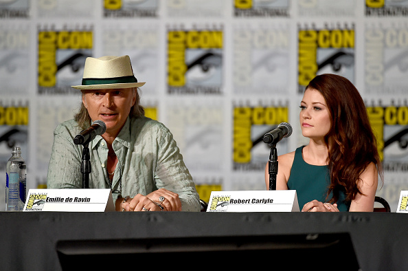 "Emilie De Ravin「Comic-Con International 2015 - ""Once Upon A Time"" Panel」:写真・画像(19)[壁紙.com]"