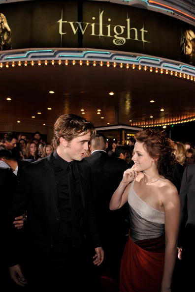 ロバート・パティンソン「Premiere Of Summit Entertainment's 'Twilight' - Arrivals」:写真・画像(14)[壁紙.com]