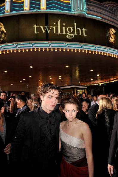 ロバート・パティンソン「Premiere Of Summit Entertainment's 'Twilight' - Arrivals」:写真・画像(12)[壁紙.com]