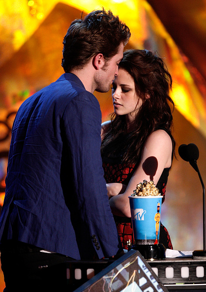 ロバート・パティンソン「18th Annual MTV Movie Awards - Show」:写真・画像(5)[壁紙.com]