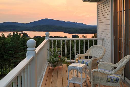 Deck「Deck overlooking lake at sunset」:スマホ壁紙(18)