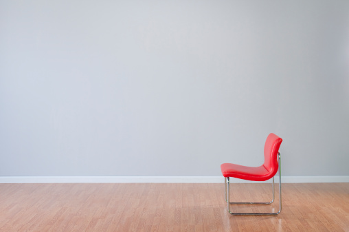Side View「Retro Red Chair In Empty Room」:スマホ壁紙(6)