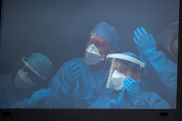 Topix「Britain Claps For Key Workers On Week Six Of Coronavirus Lockdown」:写真・画像(4)[壁紙.com]