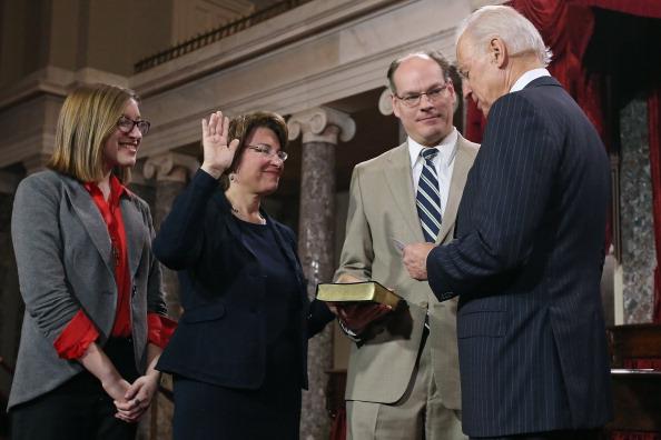 Husband「Vice President Biden Holds Senate Ceremonial Swearing In」:写真・画像(12)[壁紙.com]