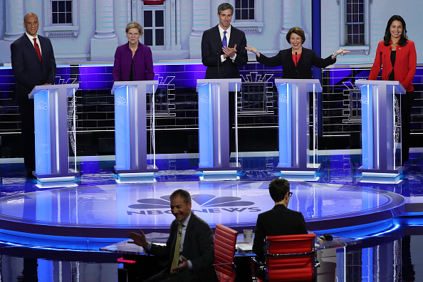 Emcee「Democratic Presidential Candidates Participate In First Debate Of 2020 Election Over Two Nights」:写真・画像(6)[壁紙.com]