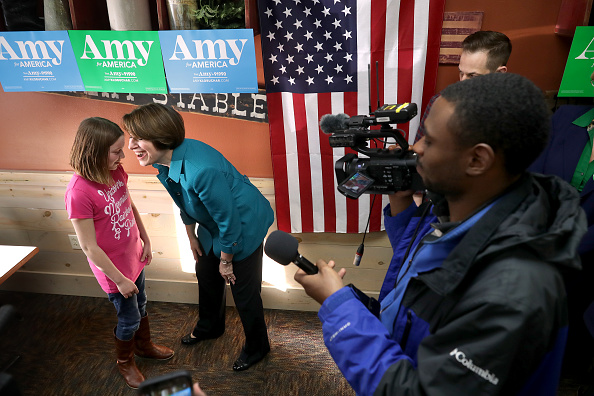 Chip Somodevilla「Presidential Candidate Amy Klobuchar Campaigns In Iowa」:写真・画像(2)[壁紙.com]