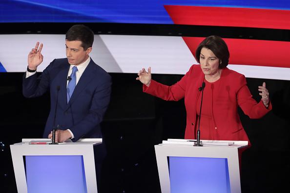 Hand「Democratic Presidential Candidates Participate In Presidential Primary Debate In Des Moines, Iowa」:写真・画像(3)[壁紙.com]
