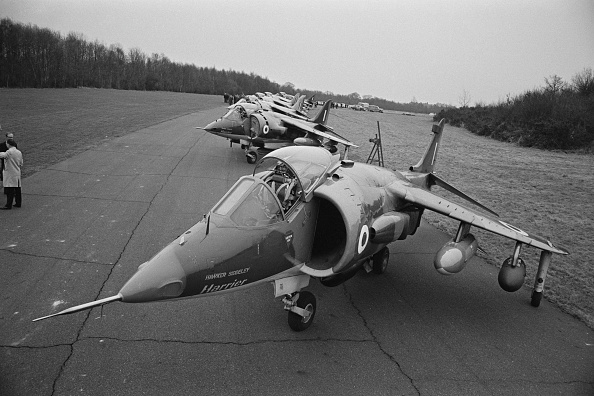 William Lovelace「Hawker Siddeley Harrier」:写真・画像(1)[壁紙.com]