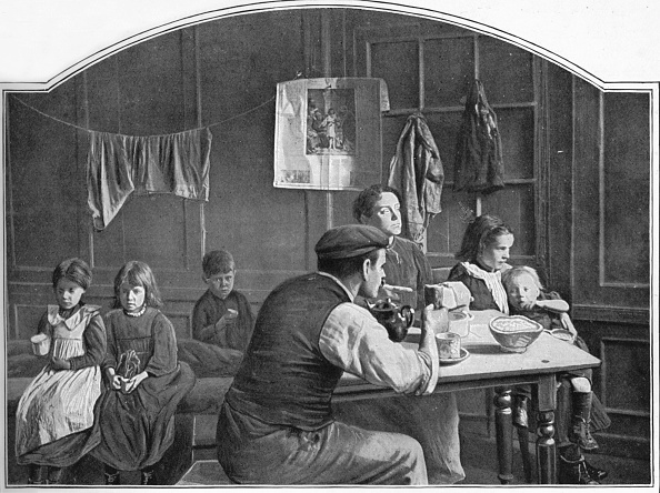 19th Century Style「Old room in Slumland, London, c1900 (1901)」:写真・画像(3)[壁紙.com]