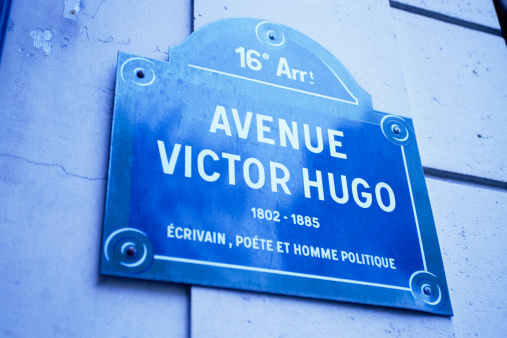 Avenue「Avenue Victor Hugo sign in Paris」:スマホ壁紙(0)