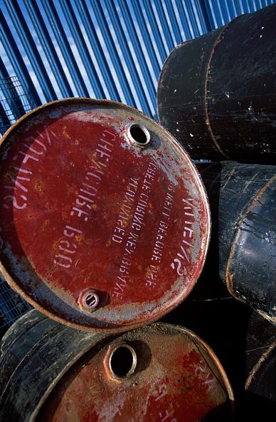 2002「Stockpile of used steel drums in compound.」:写真・画像(0)[壁紙.com]