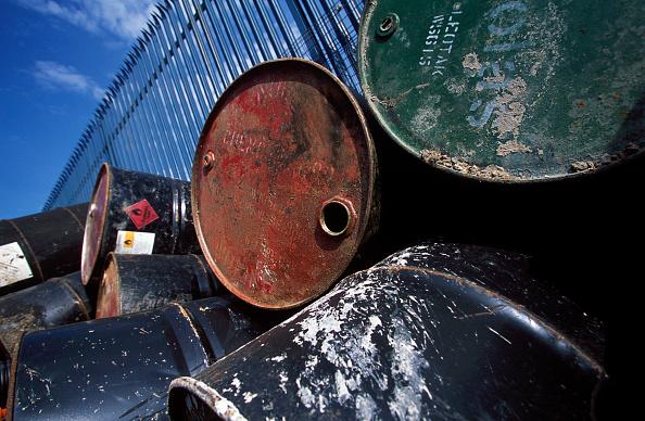 2002「Stockpile of used steel drums in compound.」:写真・画像(13)[壁紙.com]
