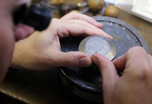 Royal Mint「The Royal Mint Produce A Coin To Celebrate The Christening Of Prince George」:写真・画像(9)[壁紙.com]