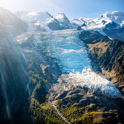 Valley「Beautiful landscape aerial view of Bossons Glacier from Mont Blanc massif in french Alps mountains in autumn」:スマホ壁紙(14)