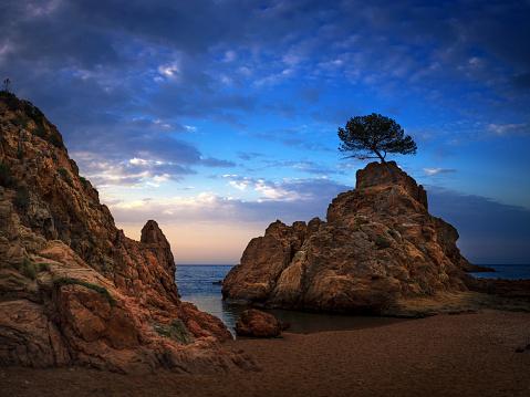 Spirituality「Beautiful landscape of Tossa de Mar at sunrise」:スマホ壁紙(4)