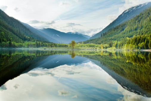 British Columbia「Lake reflections」:スマホ壁紙(7)