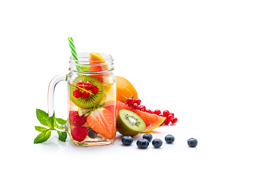 Kiwi「Healthy fruits infused water in a Mason jar isolated on white background. Copy space」:スマホ壁紙(11)
