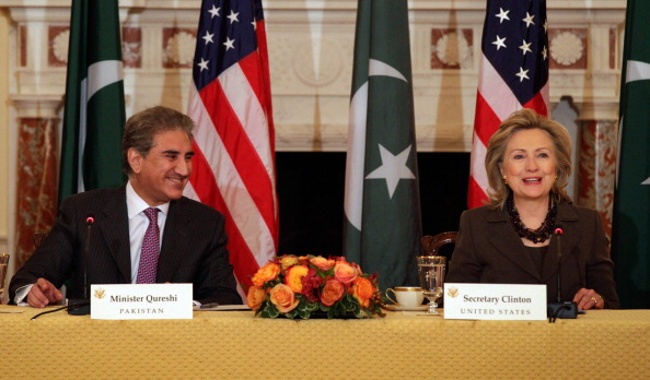 Chip Somodevilla「Clinton Meets With Pakistani Foreign Minister At State Department」:写真・画像(12)[壁紙.com]