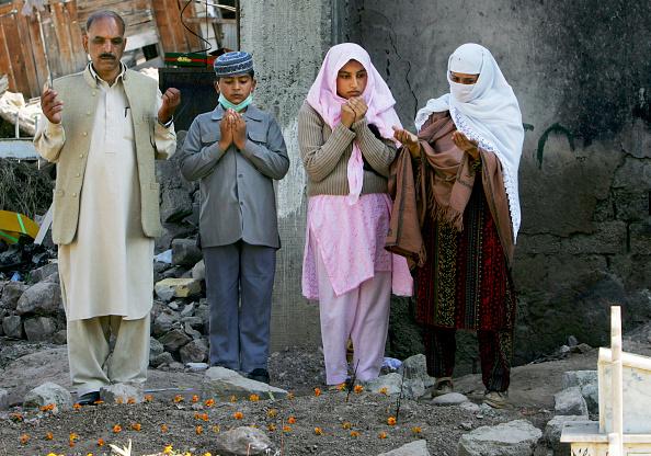 Indian Subcontinent Ethnicity「Earthquake Survivors Mark of End of Ramadan With Eid-Ul-Fitr」:写真・画像(4)[壁紙.com]