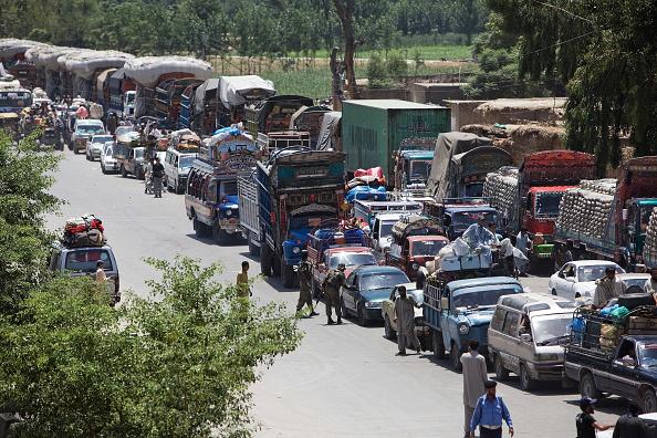 Waiting「Internally Displaced Pakistanis Prepare To Return Home」:写真・画像(18)[壁紙.com]