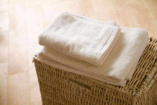 タオル「Folded towels on a basket」:スマホ壁紙(5)