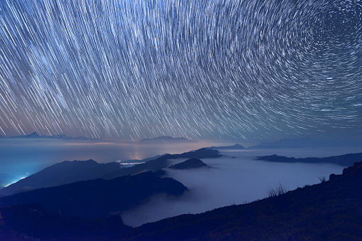 Sichuan Province「Snowcapped Mountain and Star Trail (Cattle Back Mountain)」:スマホ壁紙(11)