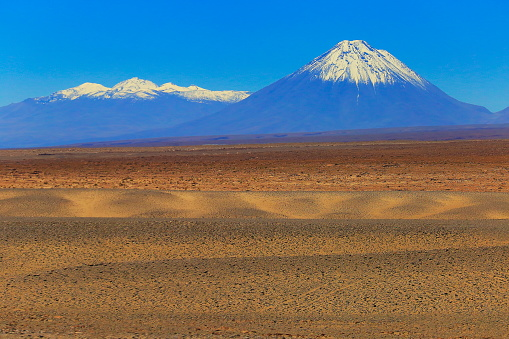 Bolivian Andes「Snowcapped Licancabur and Juriques volcanoes, Atacama Desert –  Chile」:スマホ壁紙(16)