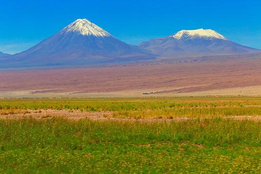 Bolivian Andes「Snowcapped Licancabur and Juriques volcanoes at sunset, Atacama Desert –  Chile」:スマホ壁紙(3)