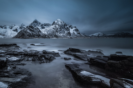 Awe「Snowcapped mountains, Lofoten, Flakstad, Nordland, Norway」:スマホ壁紙(17)