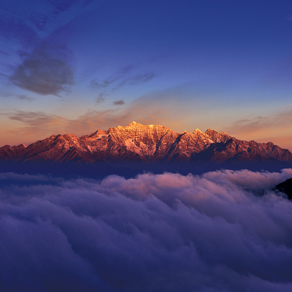 Sichuan Province「Snowcapped Mountain at Sunrise」:スマホ壁紙(2)