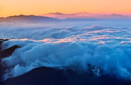 Outdoors「日の出 (牛バック山) に雪を頂いた山」:スマホ壁紙(12)