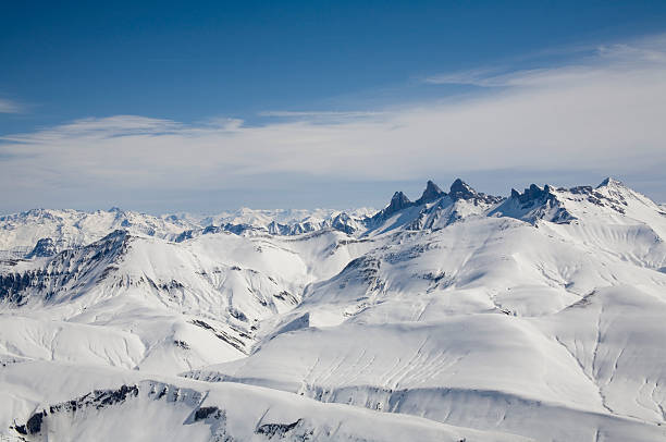 Snow-capped alpine peaks:スマホ壁紙(壁紙.com)