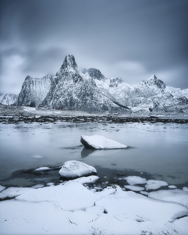 雪山「Snowcapped mountains and fjord, Lofoten, Norway」:スマホ壁紙(7)