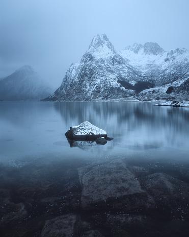 冠雪「Snowcapped mountains and fjord, Lofoten, Norway」:スマホ壁紙(17)