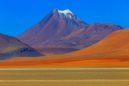 Bolivian Andes「Snowcapped cone volcano, Atacama Desert Volcanic landscape –  Chile」:スマホ壁紙(12)