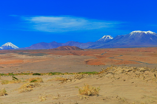 Bolivian Andes「Snowcapped volcanoes at valley, Atacama Desert Volcanic landscape –  Chile」:スマホ壁紙(17)