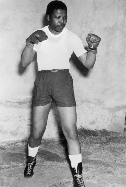 Nelson Mandela, activist against Apartheid, here when boxer in his youth in the early 50's:ニュース(壁紙.com)