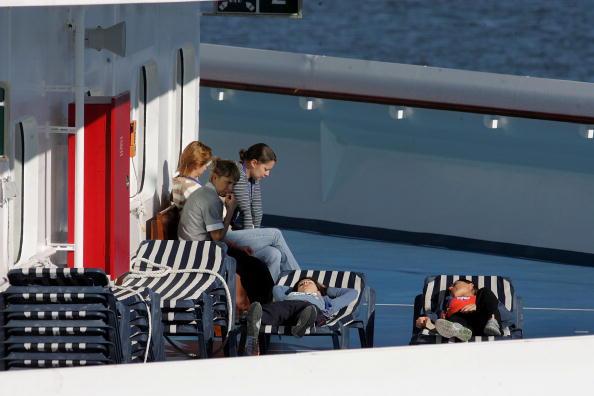 Disembarking「Over 700 Sickened By Virus On Cruise Ship」:写真・画像(19)[壁紙.com]