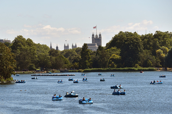 Standing Water「Enjoying the Sunshine Out On The Serpentine Boating Lake」:写真・画像(15)[壁紙.com]